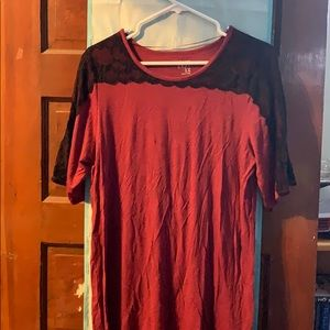 Red shirt with sleeves and black lace